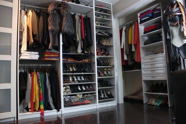 Luxury begehbarer kleiderschrank mit praktischem Ordnungssystem offene Regale