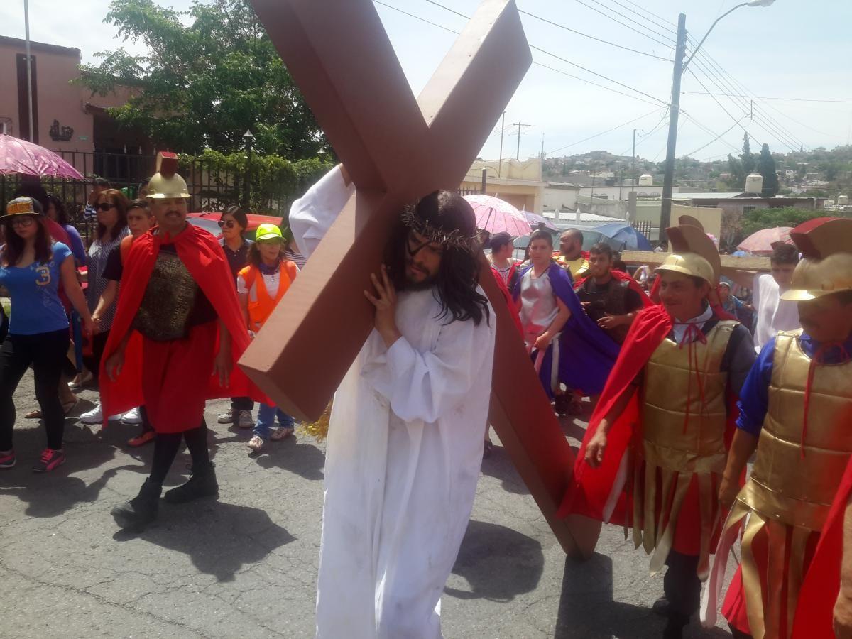 Vibra comunidad de Cristo Rey con representación de Viacrucis Viviente cargada de devoción y fe | El Puntero