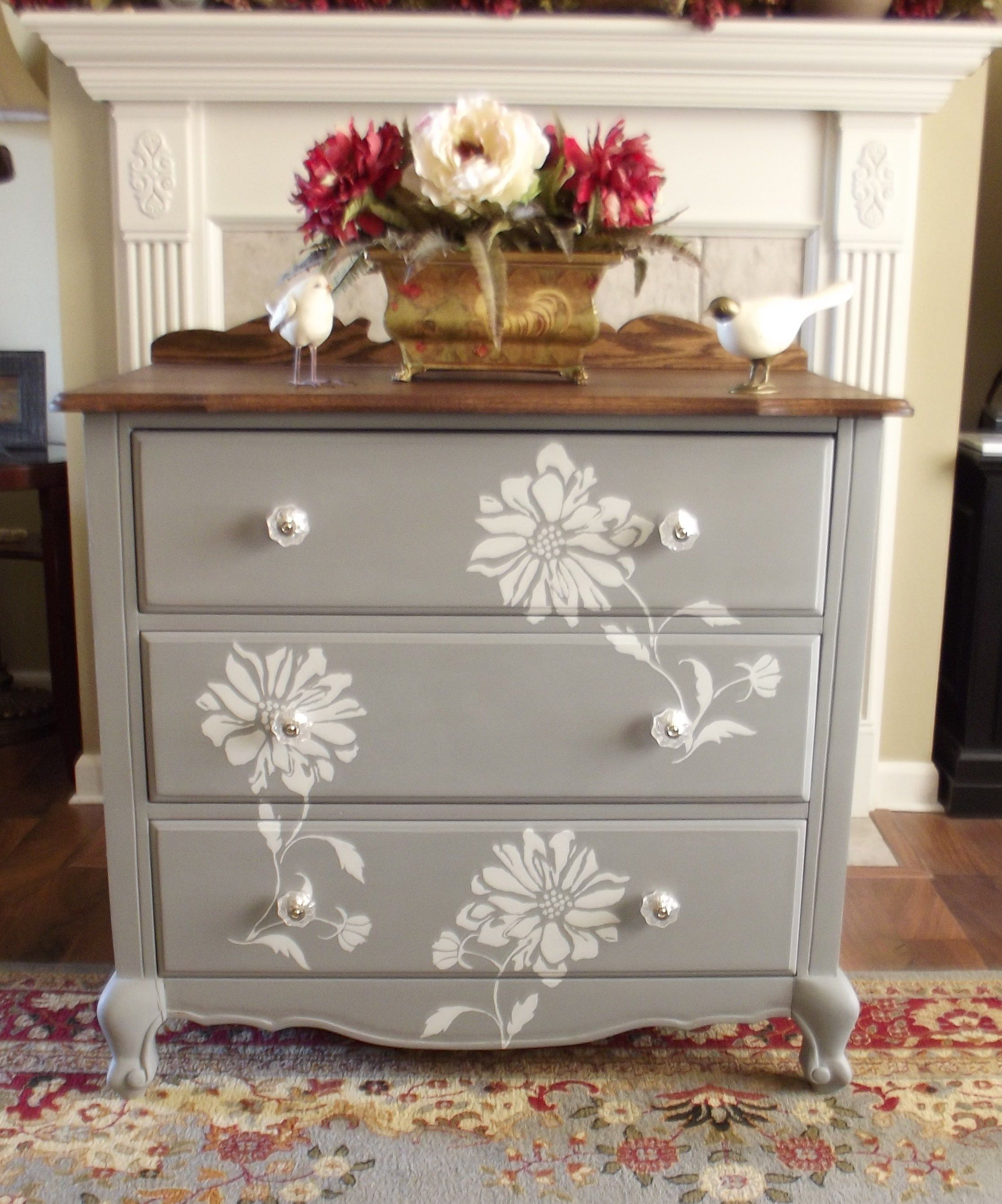 Flower stencil with homemade chalk paint chalk paint for Ideas for painting a dresser