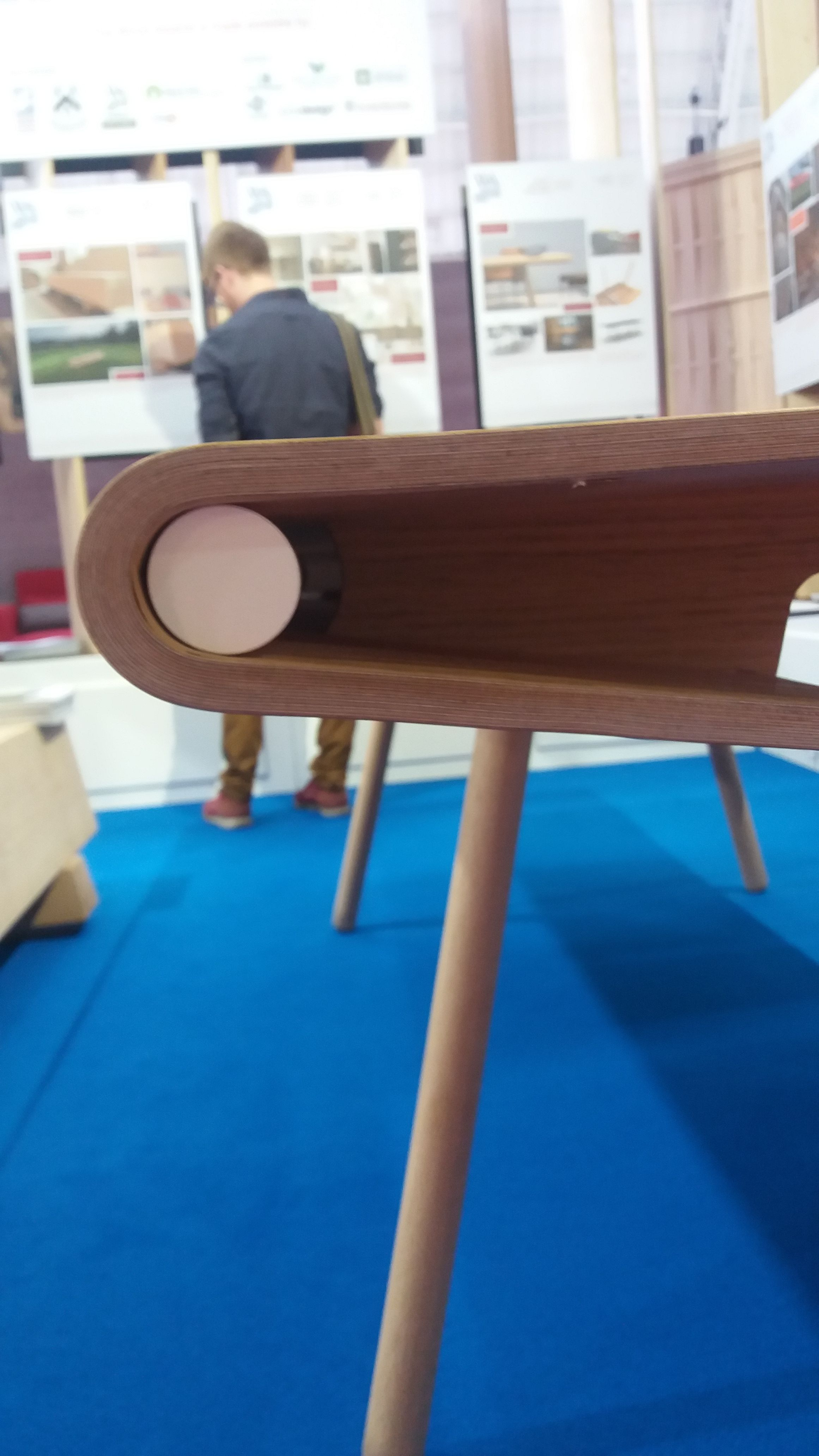 The wooden pole holding the pieces of the table together and allowing them to slide apart