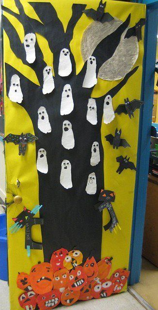 Trick-or-treat Count our feet Kindergarten Halloween Door Bulletin - pinterest halloween door decor