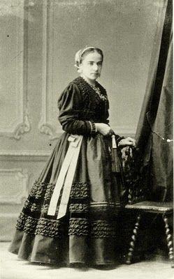 Traje de llanisca, siglo XIX.