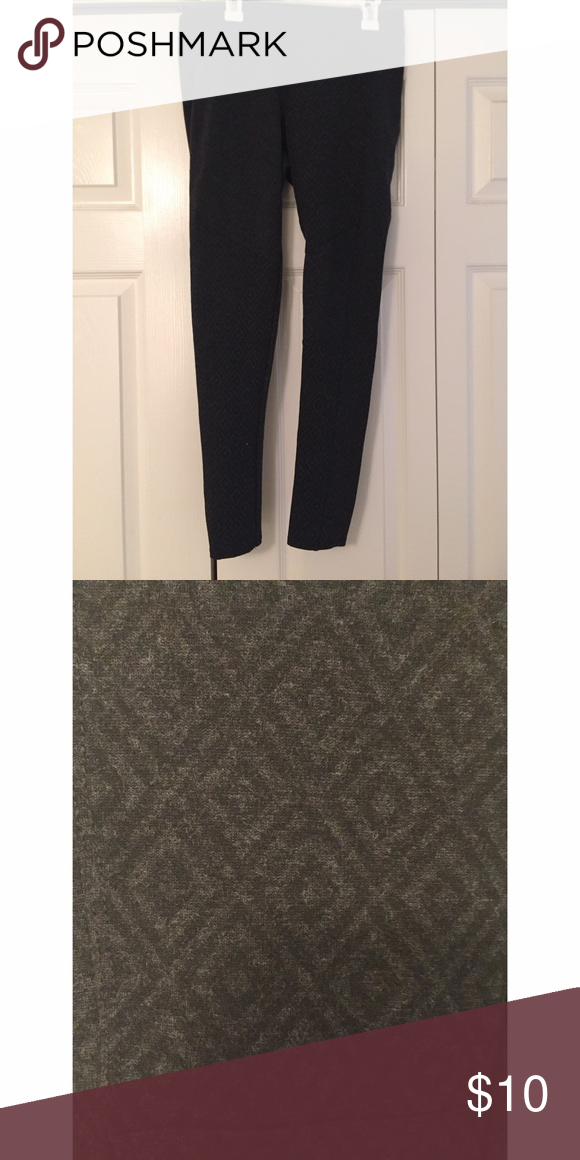 Mudd Aztec jeggings only wore a few times. really stretchy. in excellent condition. comes from a smoke free , pet friendly home! NO TRADES!!! all sales final :-) Mudd Pants Skinny