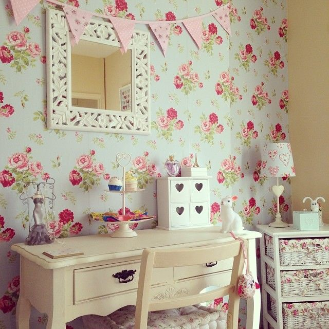 Cath kidston wallpaper shabby chic desk area le mie for Cath kidston bedroom ideas
