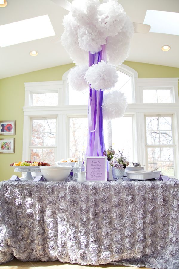 Simple but elegant decorations for a bridal shower The