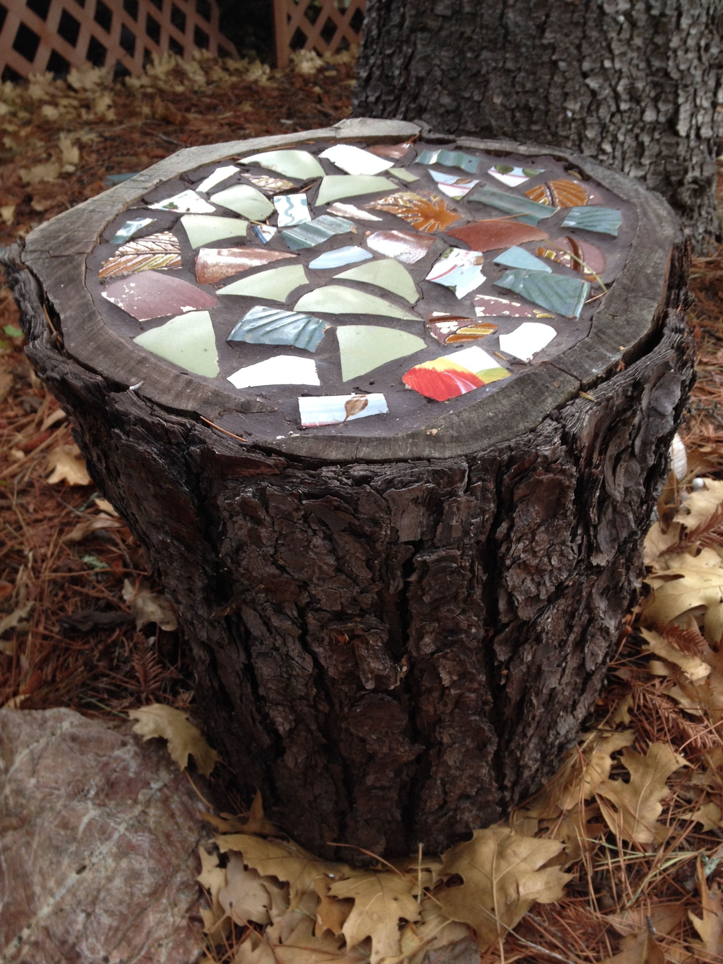 Mosaic Topped Stump Made With Pieces Of Broken Pots Hollow Out The Top Half Inch Or So With A Router Or A Drill With A Spade Bit Le With Images Broken Pots