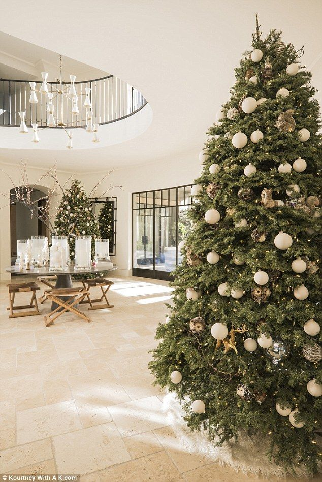 Kourtney Kardashian reveals she bought SIX Christmas trees ...