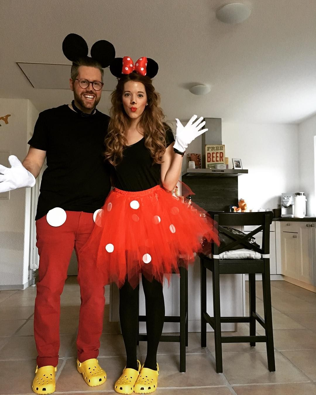 DIY Mickey & Minnie Mouse Costume » Ideas & Tutorial | Disfraz mickey y  minnie, Disfraz mickey, Disfraces de disney