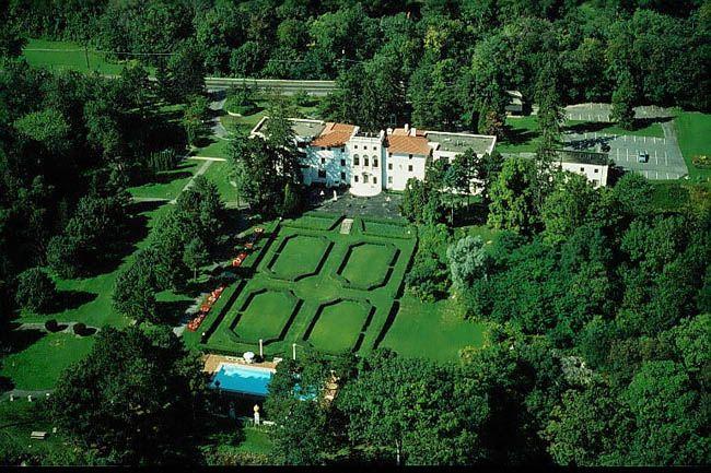 Wedding Reception Honeymoon Idea Geneva On The Lake Located Overlooking Seneca In