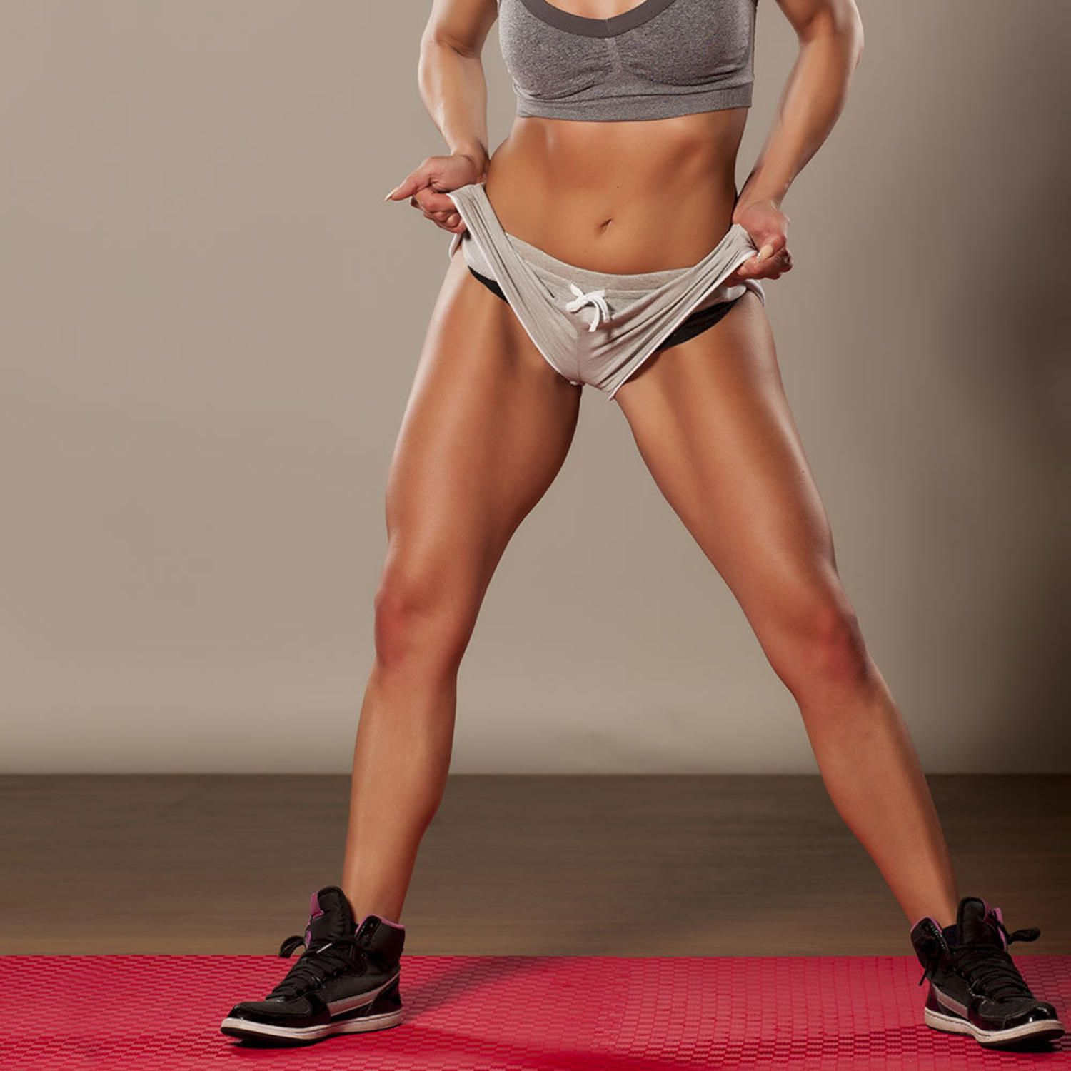 What muscle region of the body does the lunge exercise focus on?
