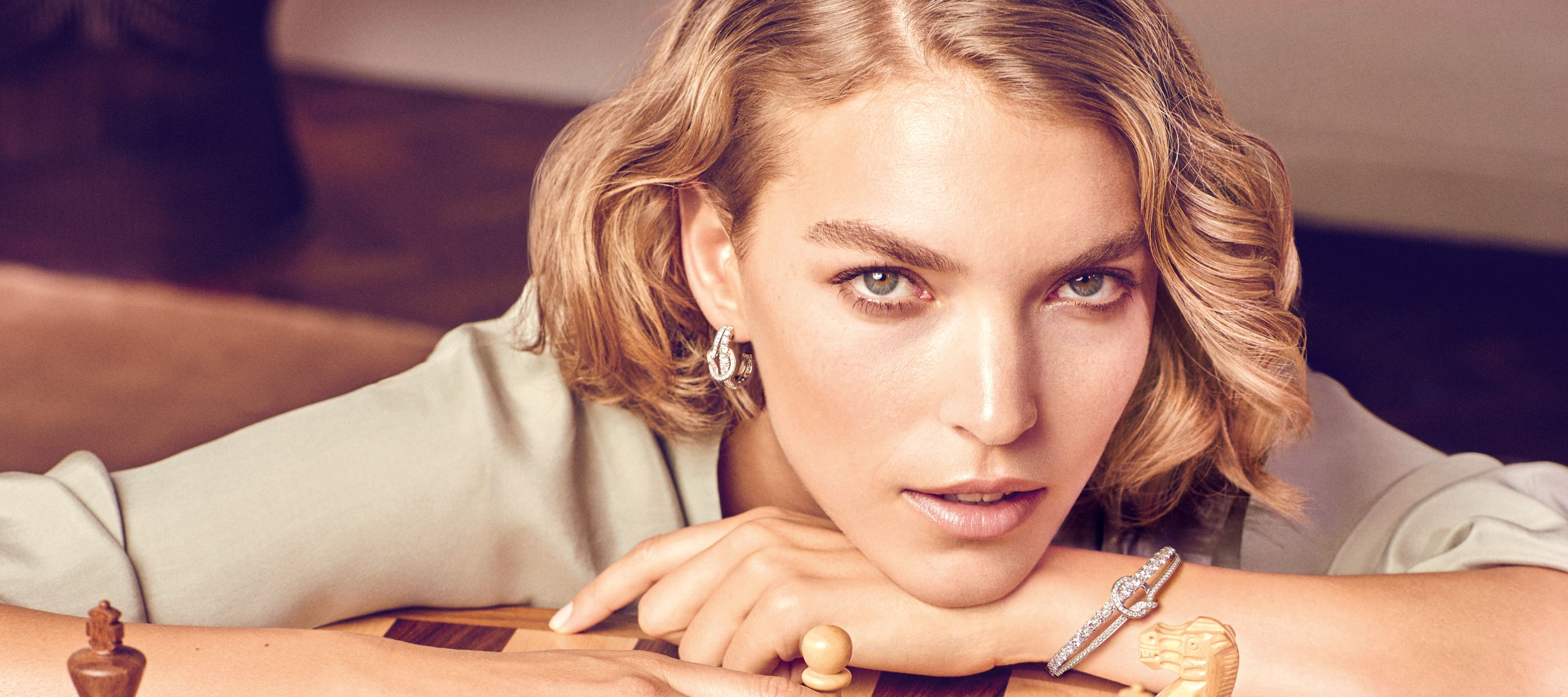 Boodles Campaign Featuring Arizona Muse In The Knot Collection Britain Is A Seafaring