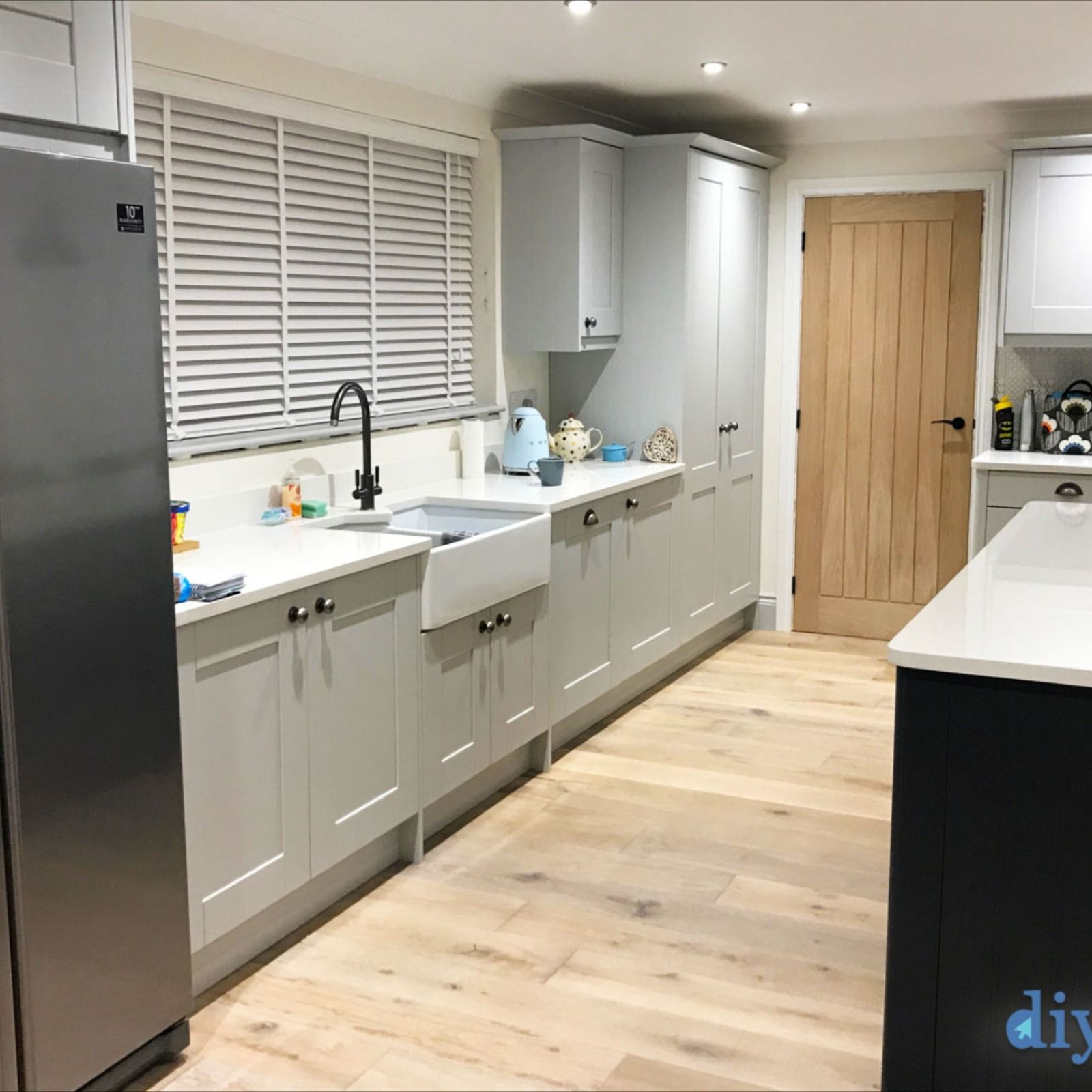 Best An Innova Linwood Dove Grey Shaker Kitchen In 2020 Grey 400 x 300
