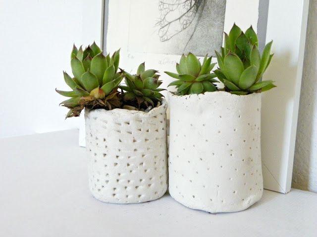 Pot de fleurs en pâte à modeler durcissante. #diy (avec images) | Petits pots de fleurs, Pot de ...