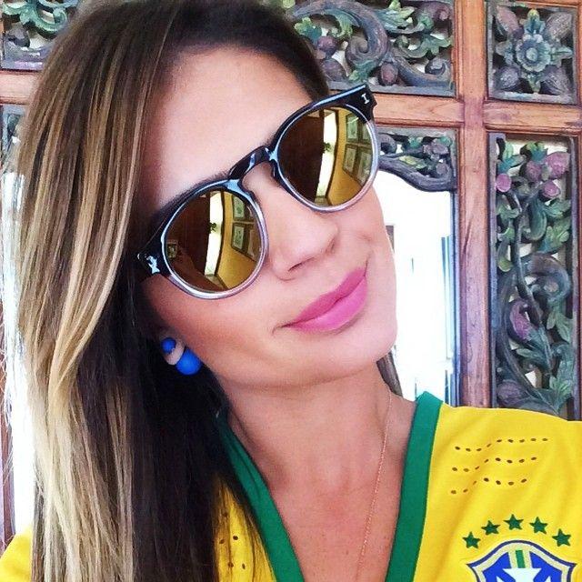 Ta aí o óculos #thassiaforillestevaworldcup que desenvolvi com a @illesteva New York!!! To apaixonada e prontinha pra torcer pro Brasil Sil Sillll!  ...