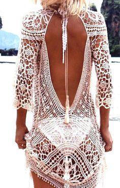 Rückenfreies Ibiza Häkel Sommerkleid in weiß Strandkleid im Boho Hippie Style #beachvacationclothes