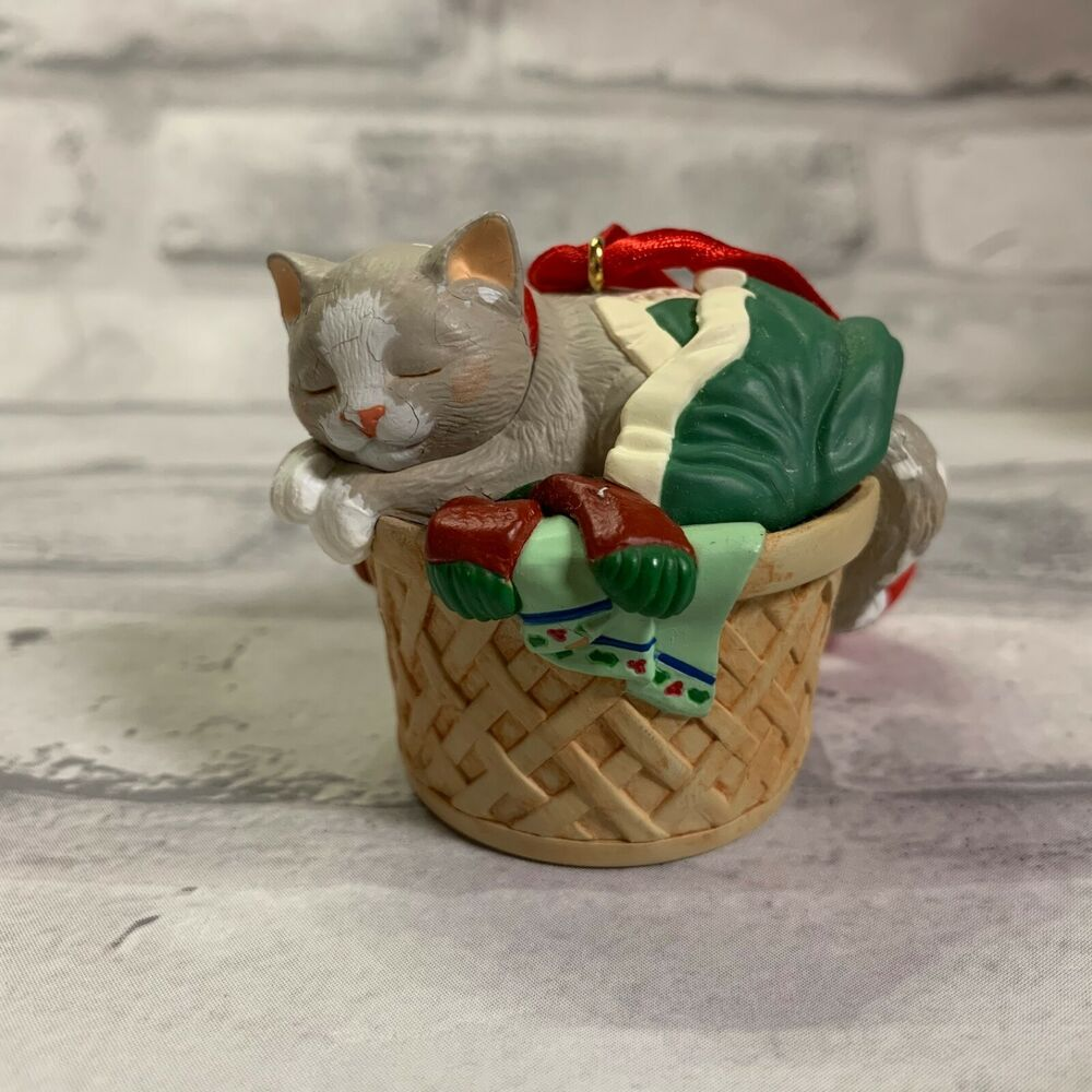 Hallmark Ornament Cat Naps Qx6383 Kitten Sleeping In Basket 1998 Ebay In 2020 Sleeping Kitten Cat Nap Kitten