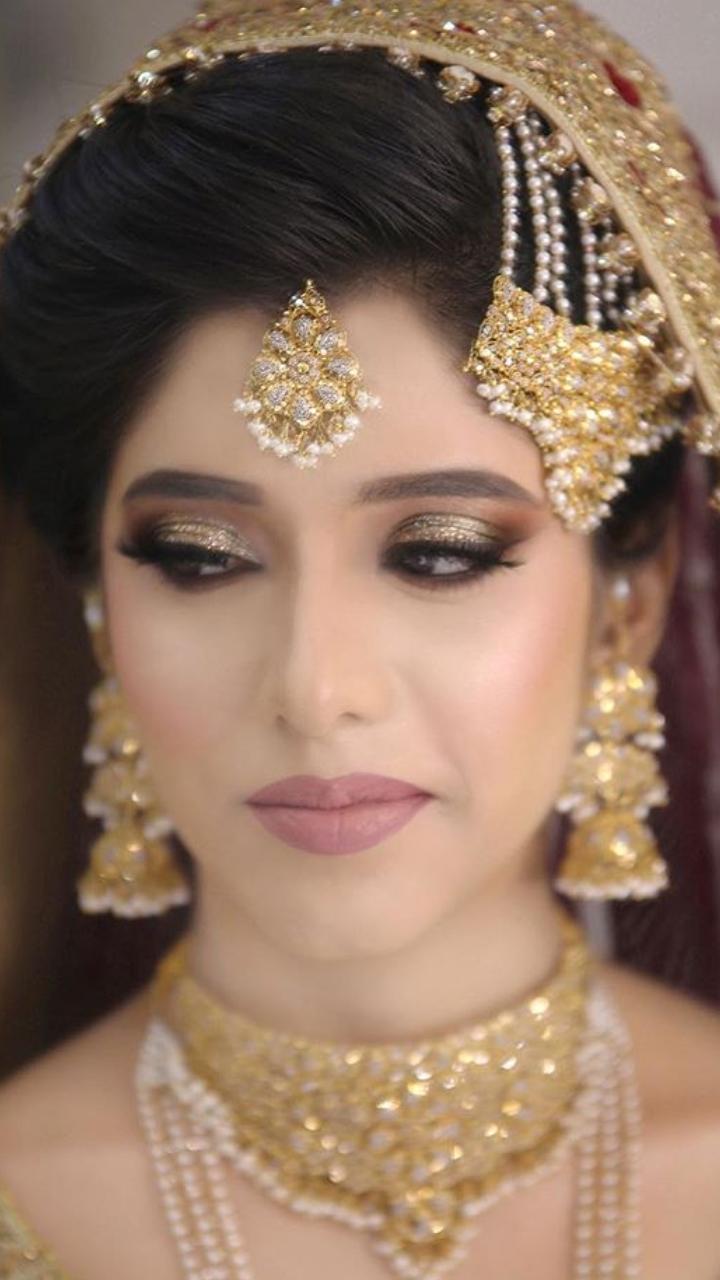 e4a5b35bded7 Erum Khan presenting Pakistani bridal dresses Nawabzadi collection ...