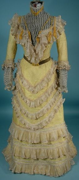 c. 1900 Victorian Yellow Silk Jacquard 2-piece Trained Gown