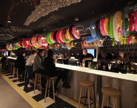 Watch photos of mama shelter lyon design rooms bar restaurant and terrace an amazing and unmissable place with wifi and free movies
