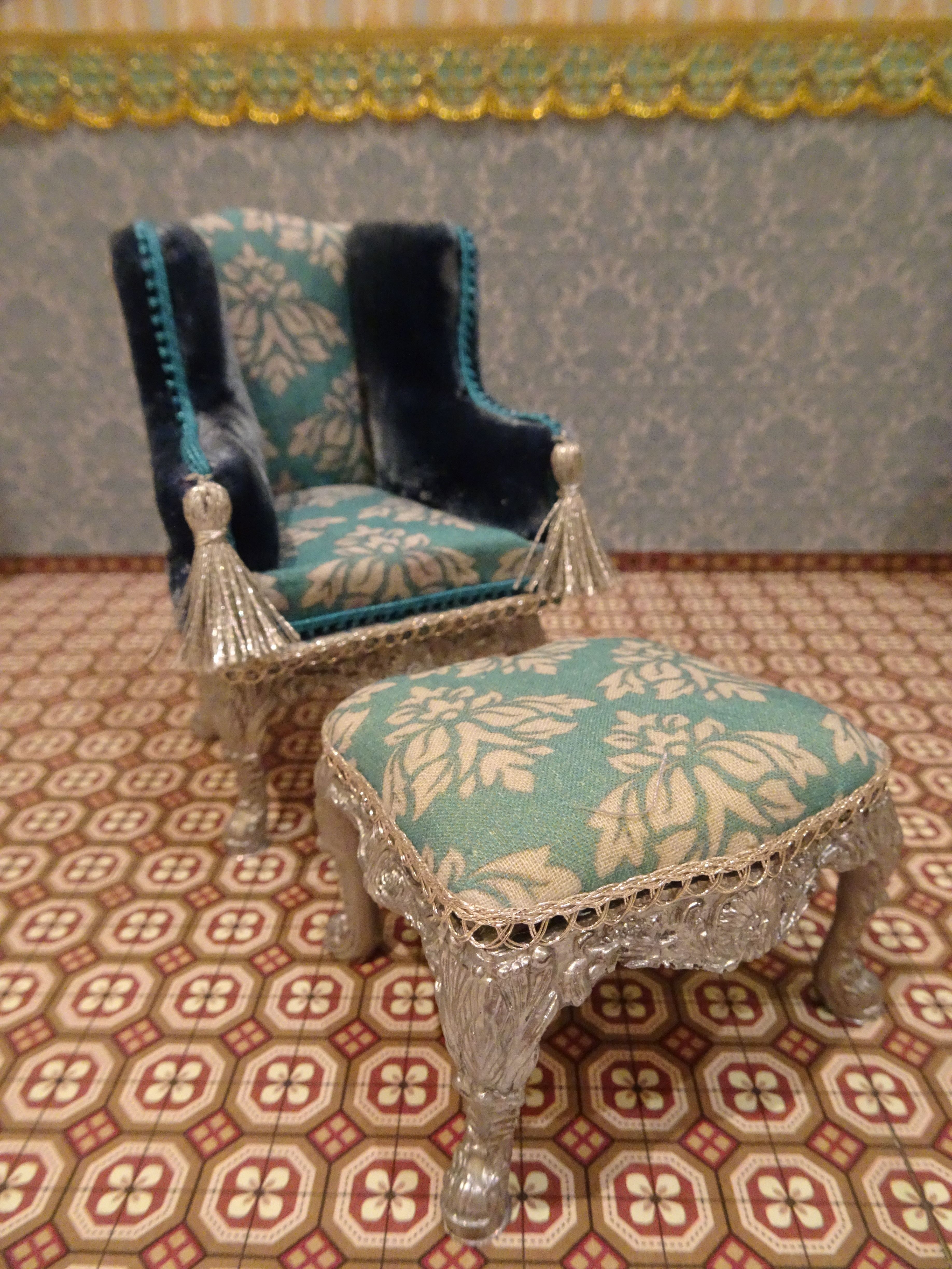 Miniatur 1 12 Mobelset Turquois Mit Led Beleuchtung Canopy Bed Ooak Puppenhaus Dolls House Handmade With Images Dressing Table Mirror Dressing Table Chair