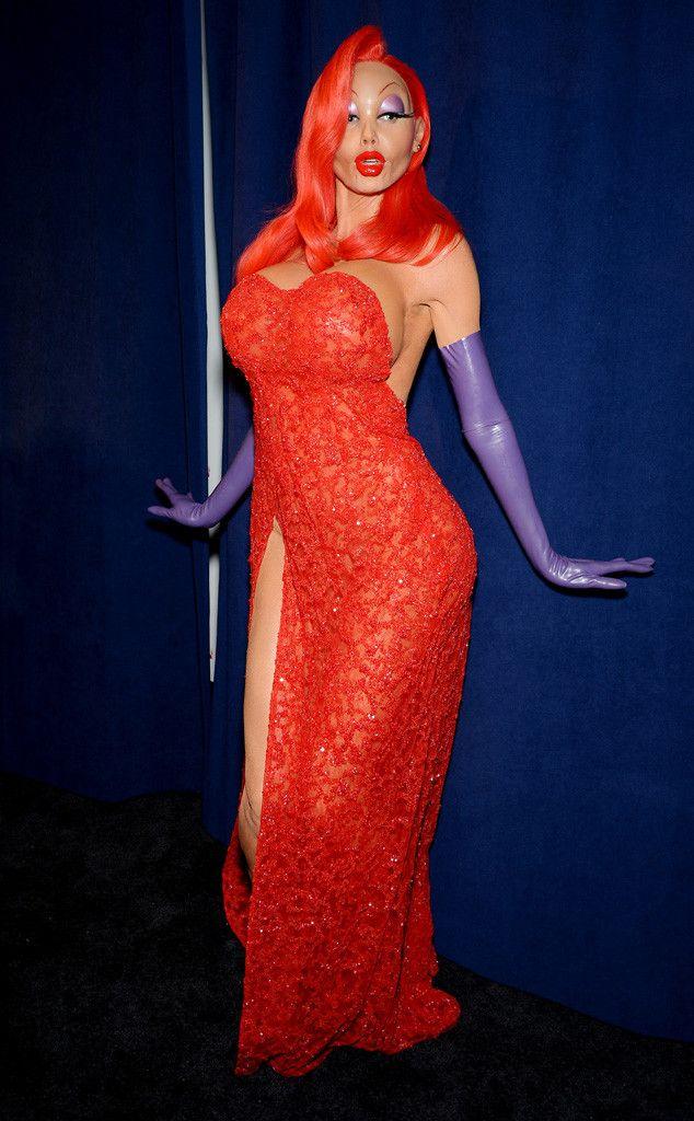 91ca063f184 Heidi Klum Transforms Into Sexy Jessica Rabbit for Halloween ...