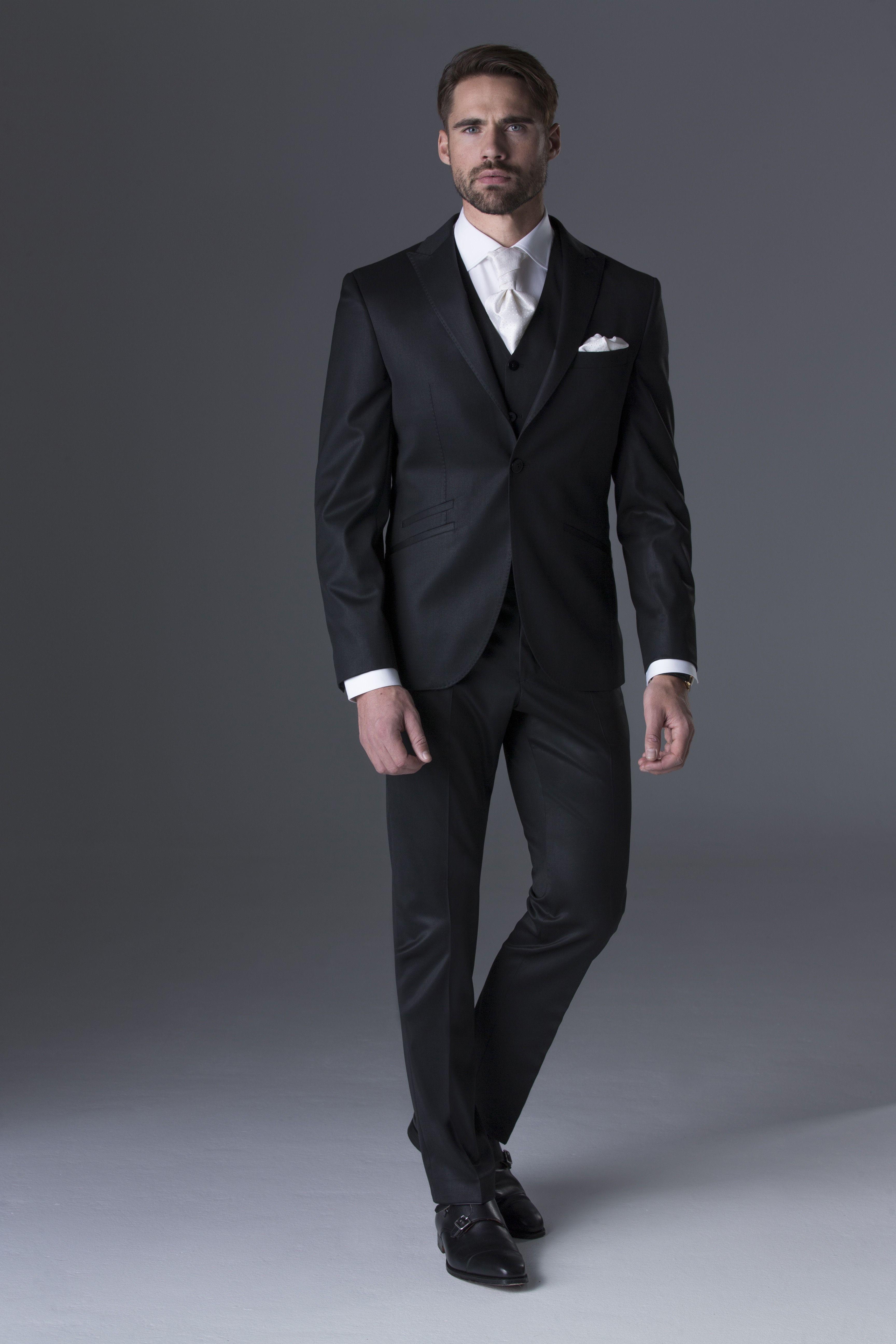 sale retailer 25e08 d36de Klassischer Anzug aus der Kollektion 2018 von #Cavaliere ...