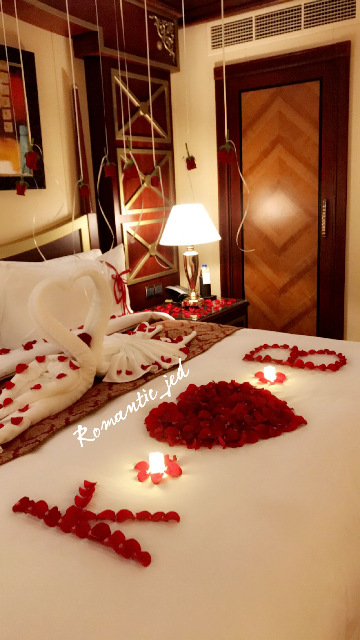 Pin By Goma Tchibinda On رومانسيات زوجية Romantic Decor Romantic Room Decoration Valentine Bedroom Decor