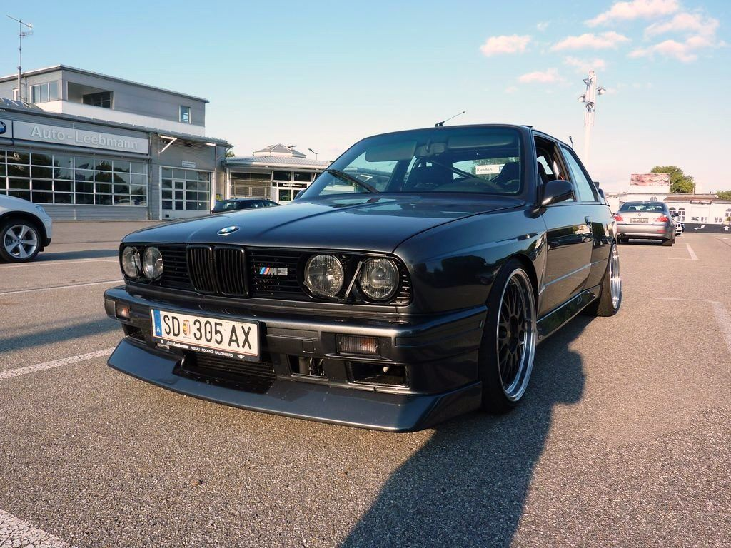 bmw e30 m3 with bmw m5 v10 engine swap dream machines. Black Bedroom Furniture Sets. Home Design Ideas