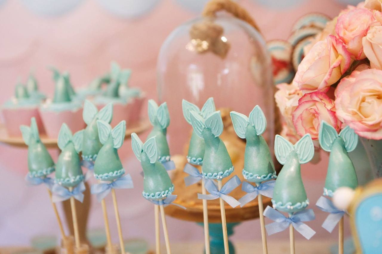 Que tal fazer para sua filha uma Festa da Pequena Sereia?? Pura inspiração esta decoração! Decoração Maria Exibida Comemorações. Lindas id...