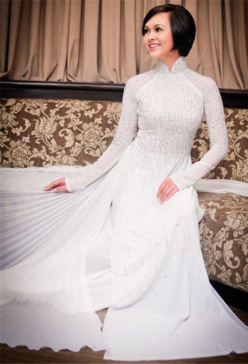 Plain white ao dai | Wedding Ideas | Pinterest | Ao dai, Wedding and ...