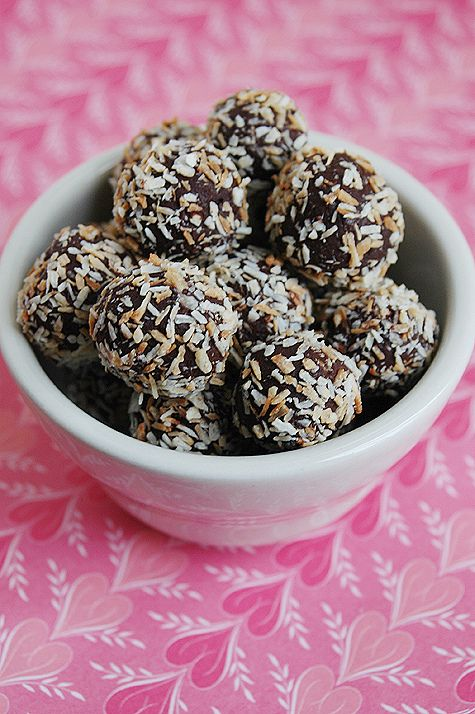 Coconut-chocolate truffles (dairy-free)