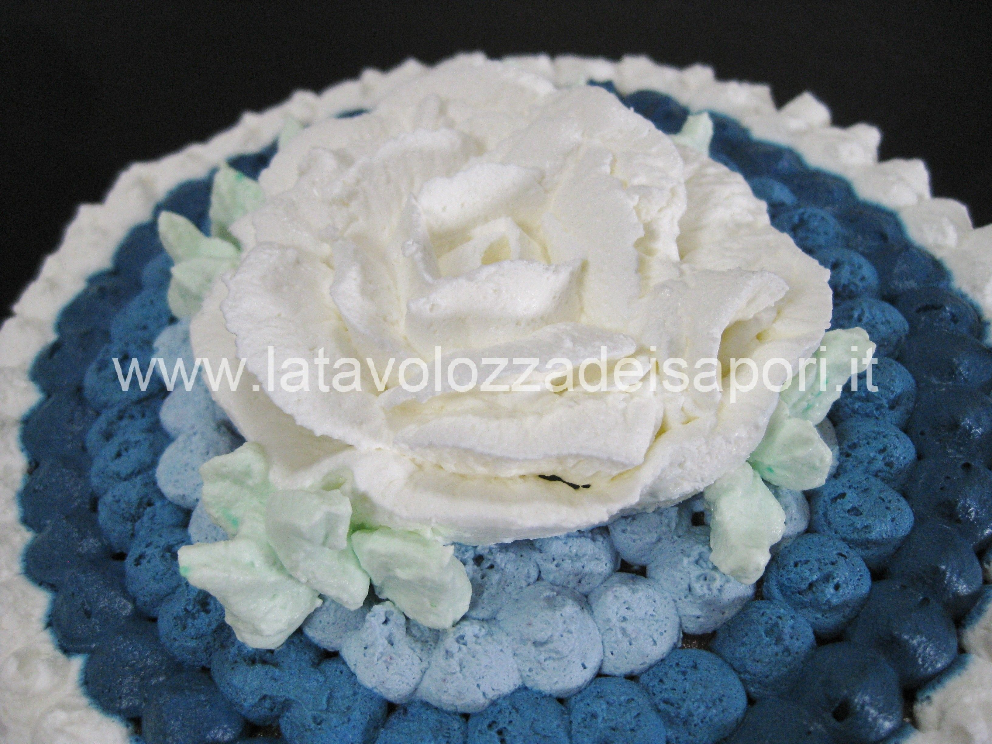 Torta Rocher con Onde e Rosa di Panna http://www ...