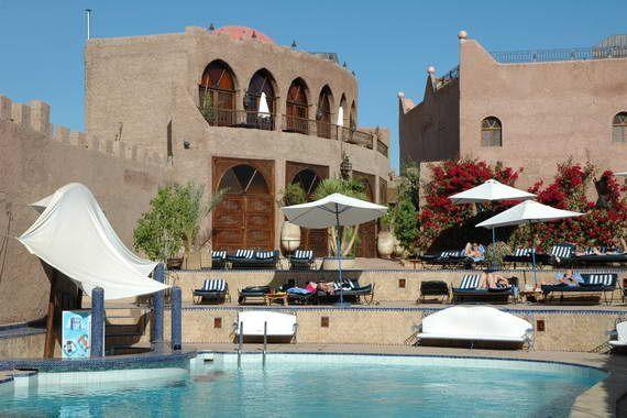 Séjour pas cher Maroc Promovacances, Hôtel Le Kasbah Mirage à Marrakech prix promo séjour Promovacances dès 242,00 € TTC. La Kasbah Le Mirage vous accueille au cœur d'un douar en pisé, sur les rives de l'oued Tensift, face à la palmeraie et aux sommets enneigés de l'Atlas.