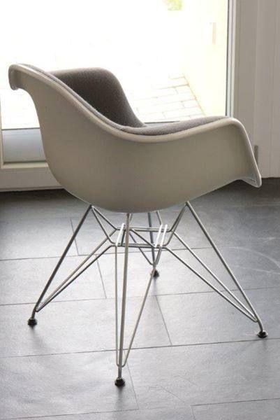 Vitra Eames Plastic Arm Chair Vollpolster Hopsak 05 Dunkelgrau Plastic Arm Chair Eames Eames Chair
