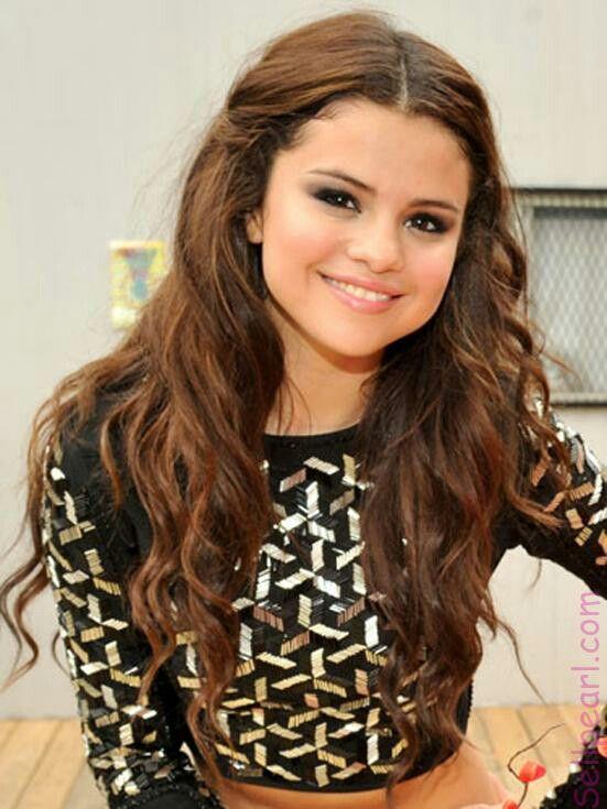 Capelli Mezza Misura.Selena Gomez Selena Gomez Idee Per Acconciature Capelli