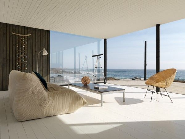 Minimal beach house in chile