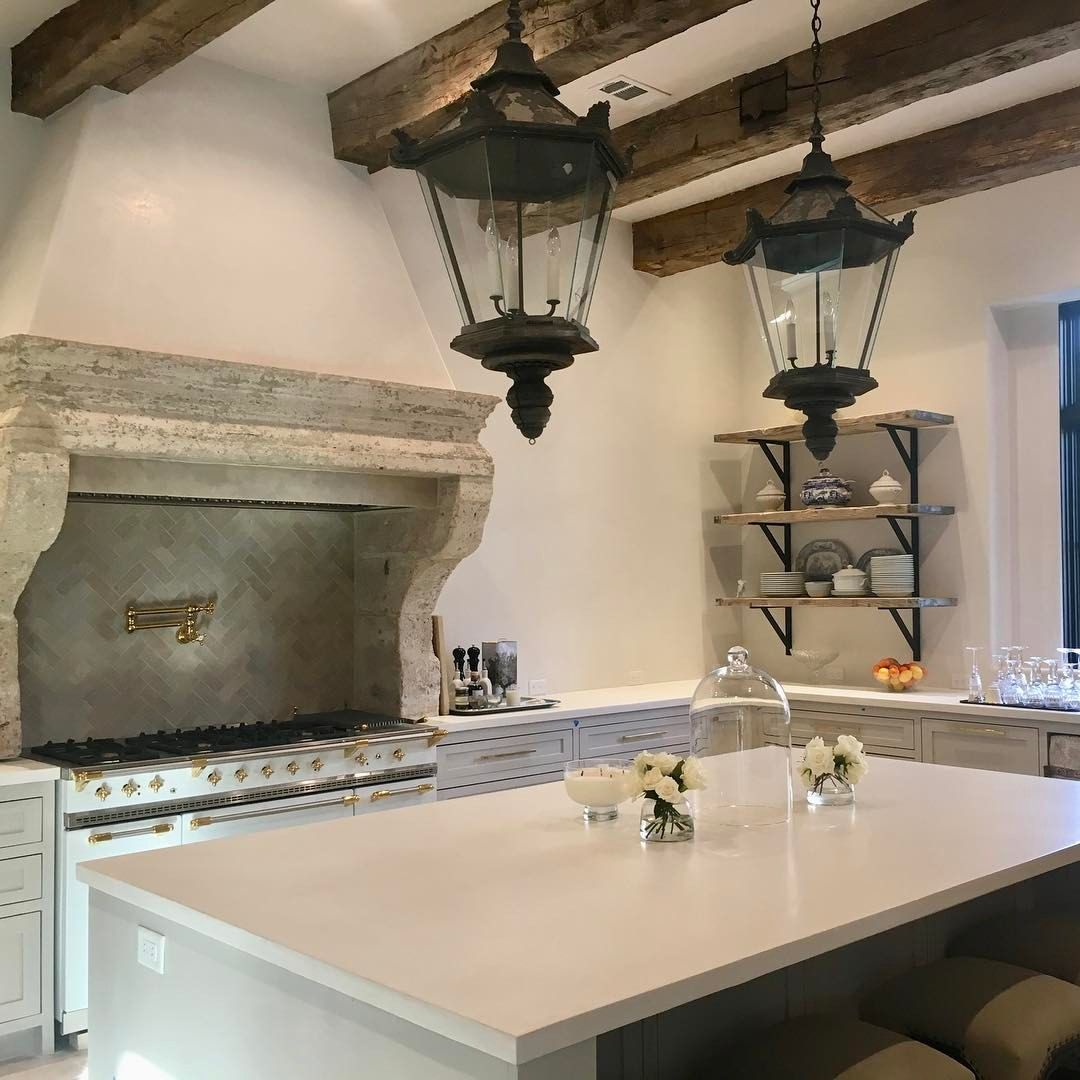 Segreto stone in a beautiful kitchen with plaster walls and Old World design. #segreto #oldworld #kitchen #plaster