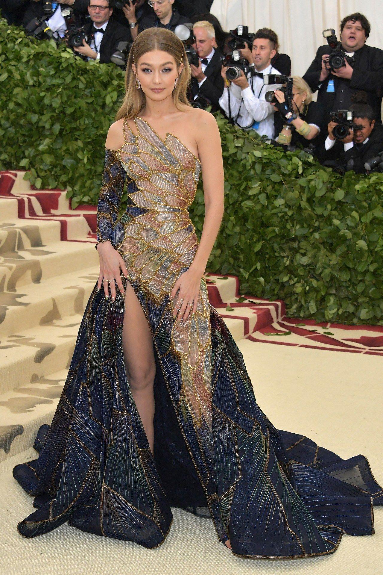 Alle Looks der Met Gala 18  Met gala dresses, Gala fashion