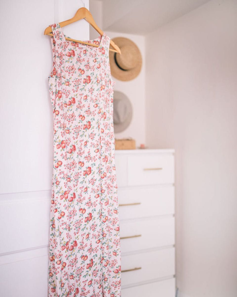 The prettiest little vintage find a peach print dress . Highs and Lows over on the blog now.