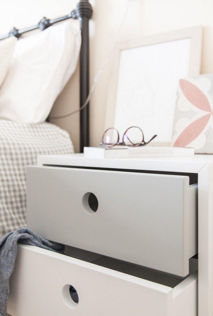 mesita de noche blanca y gris de estilo nrdico con patas de madera mueble de
