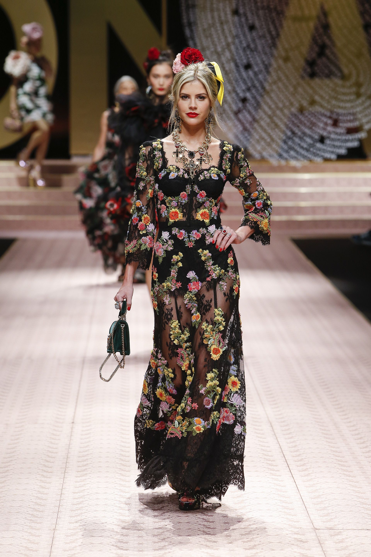 Video e foto dalla passerella del Fashion Show Dolce   Gabbana ... 08bda125a86