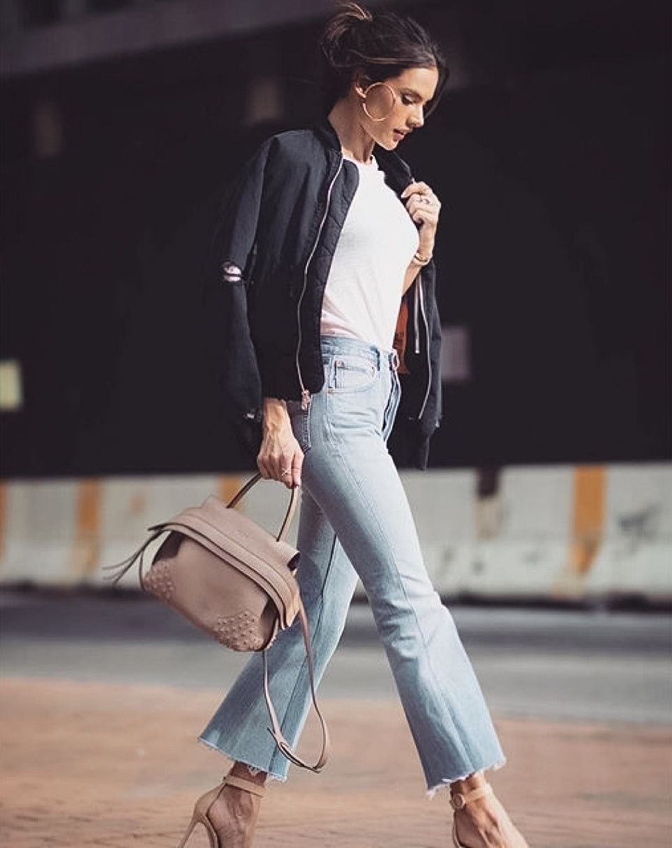 Spring time in NYC: a pink Tod's Wave Bag for Alessandra Ambrosio's perfect  look.