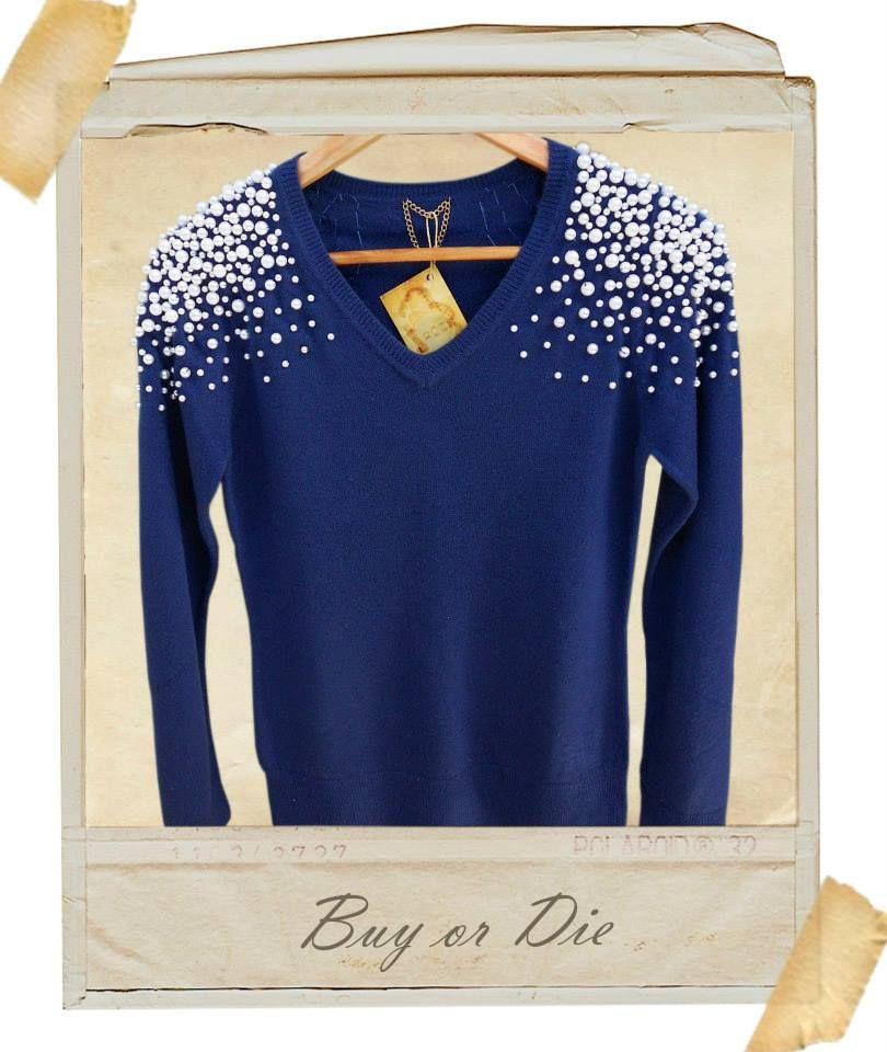 Suéter com aplicações de pérolas em degradê de 3 tamanhos.