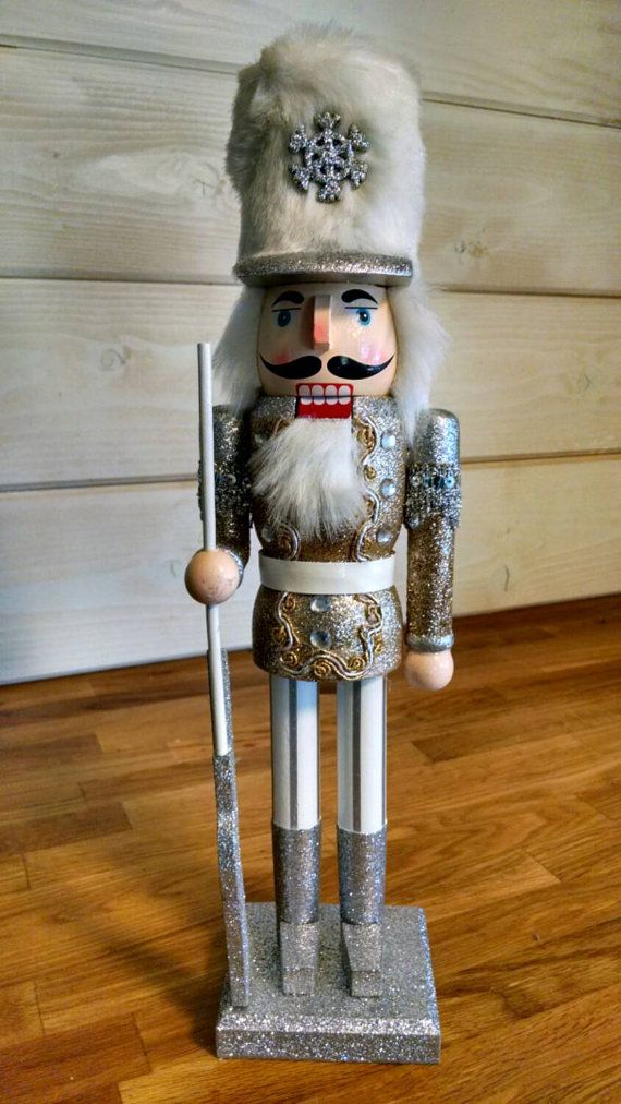 vintage-glitter-and-beads-nutcrackers