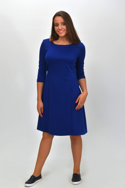 94b53175ae19585 Красивое трикотажное женское платье. С имитацией застежки на  спинке.Украшено жемчужными пуговицами. Удобный