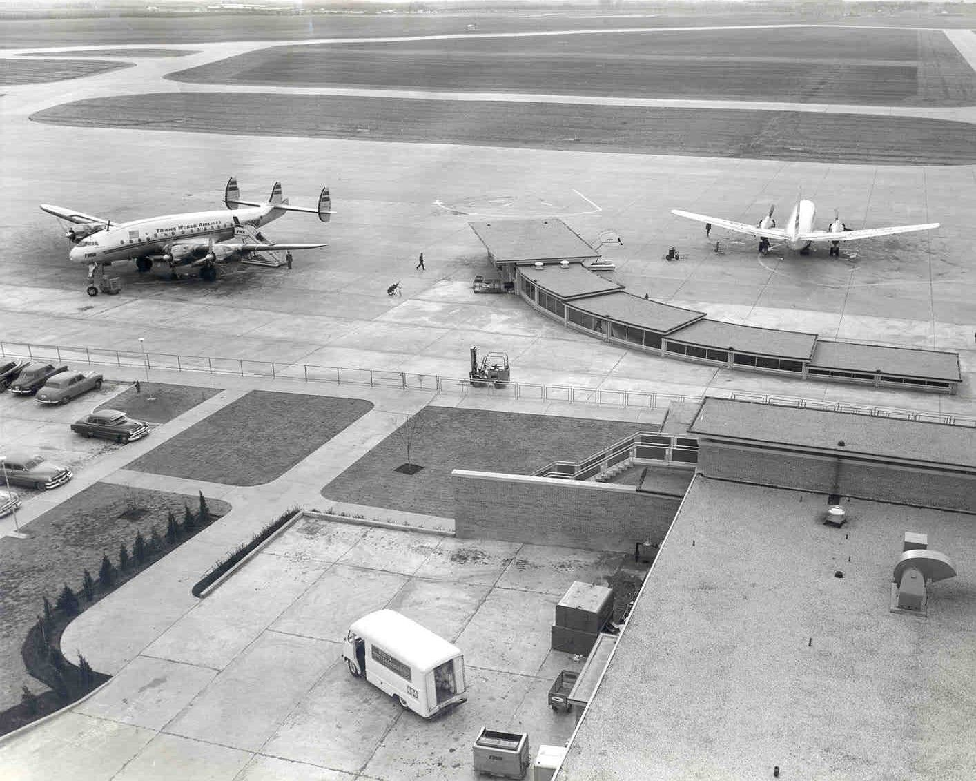 White apron gainesville fl - Wichita Mid Continent Airport Terminal Building Ramp Area 1954 Airtravel Ict Travel