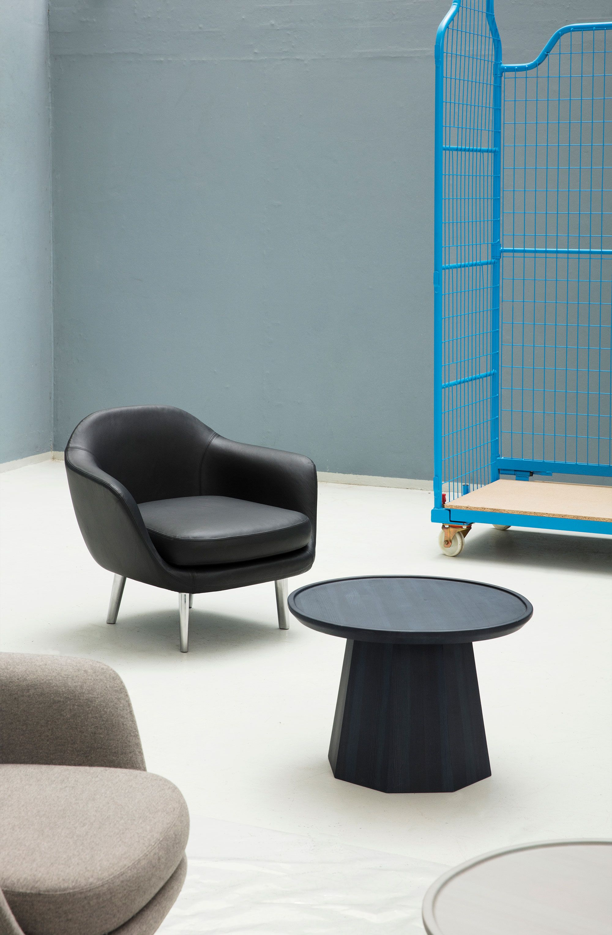 Normann Copenhagen Couchtisch Sum Armchair And Pine Coffee Table Normann Copenhagen