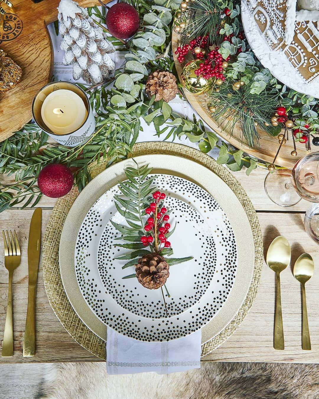 Christmas Decoration For Dining Room Page 39 Of 44 Christmas Table Decorations Christmas Table Settings Christmas Tableware
