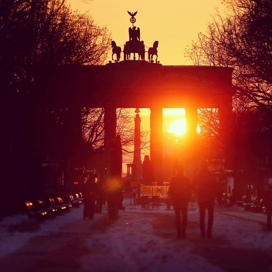 Brandenburger Rot Oder Ein Bisschen Fa Rot Der Himmel Uber Berlin Brandenburger Tor
