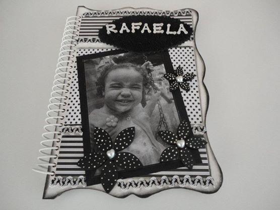 caderno para anotações personalizado com foto todo trabalhado em preto e branco.
